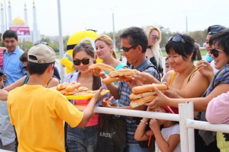 HOT-DOG COOKING CONTEST IN AKTOBE